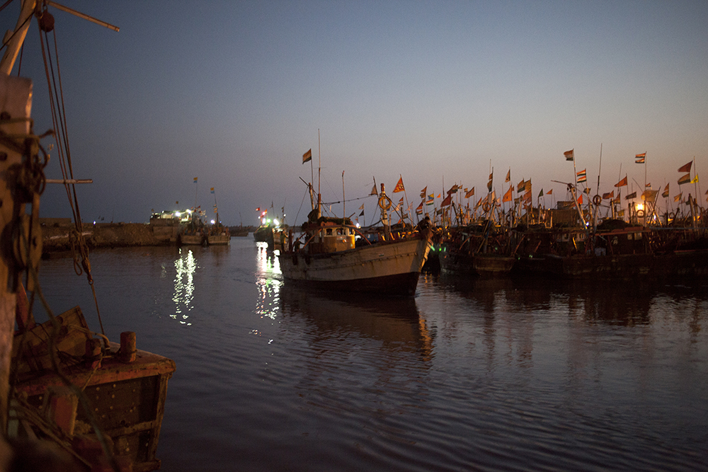 A boat enters the Veraval harbour, India's busiest, with over 8,000 registered boats passing through it. Photo credit: Nikhil Roshan