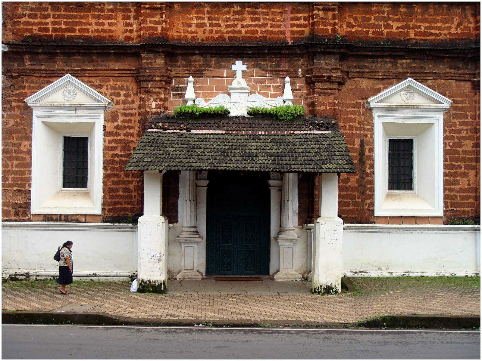 Holy Spirit Church in Margao, Goa. Photo credit: Ramnath Bhat via Flickr [Licensed under CC BY 2.0]