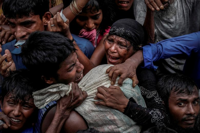 Rohingya refugees scramble for aid at a camp in Cox's Bazar, Bangladesh, in September 2017. Photo: Cathal McNaughton/Reuters