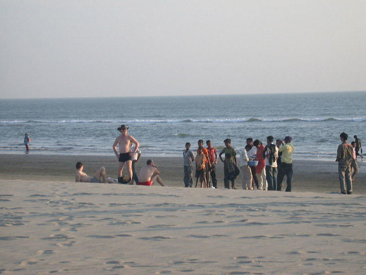 Ukranian tourists attract the attention of locals on Cox's Bazar beach.( Photo credit: Matt Zanon / Wikimedia, CC BY-ND )