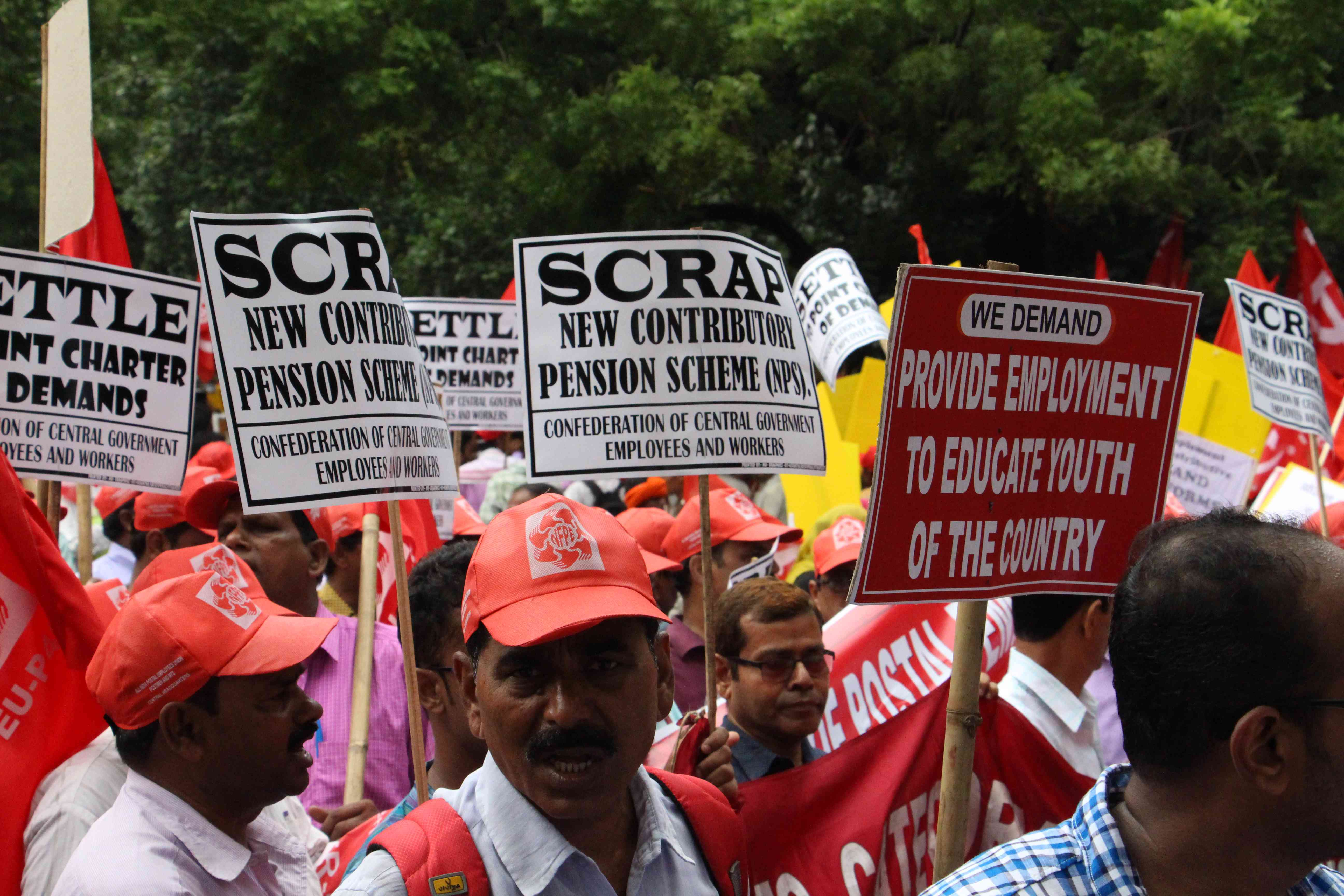 Delhi rally: Farmers, workers and labourers demand loan