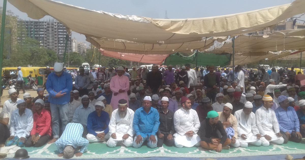 Muslims pray under a makeshift tent in Gurgaon Sector 29 on May 11. Credit: Abhishek Dey