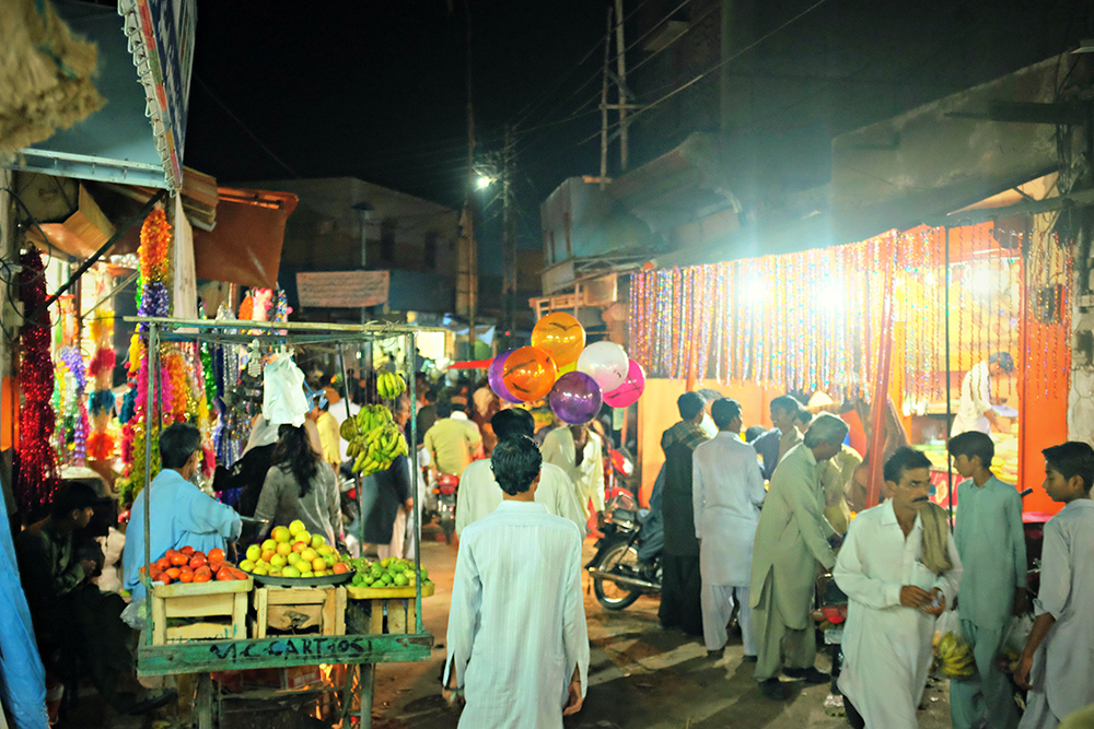 The bustling bazaar of Mithi.