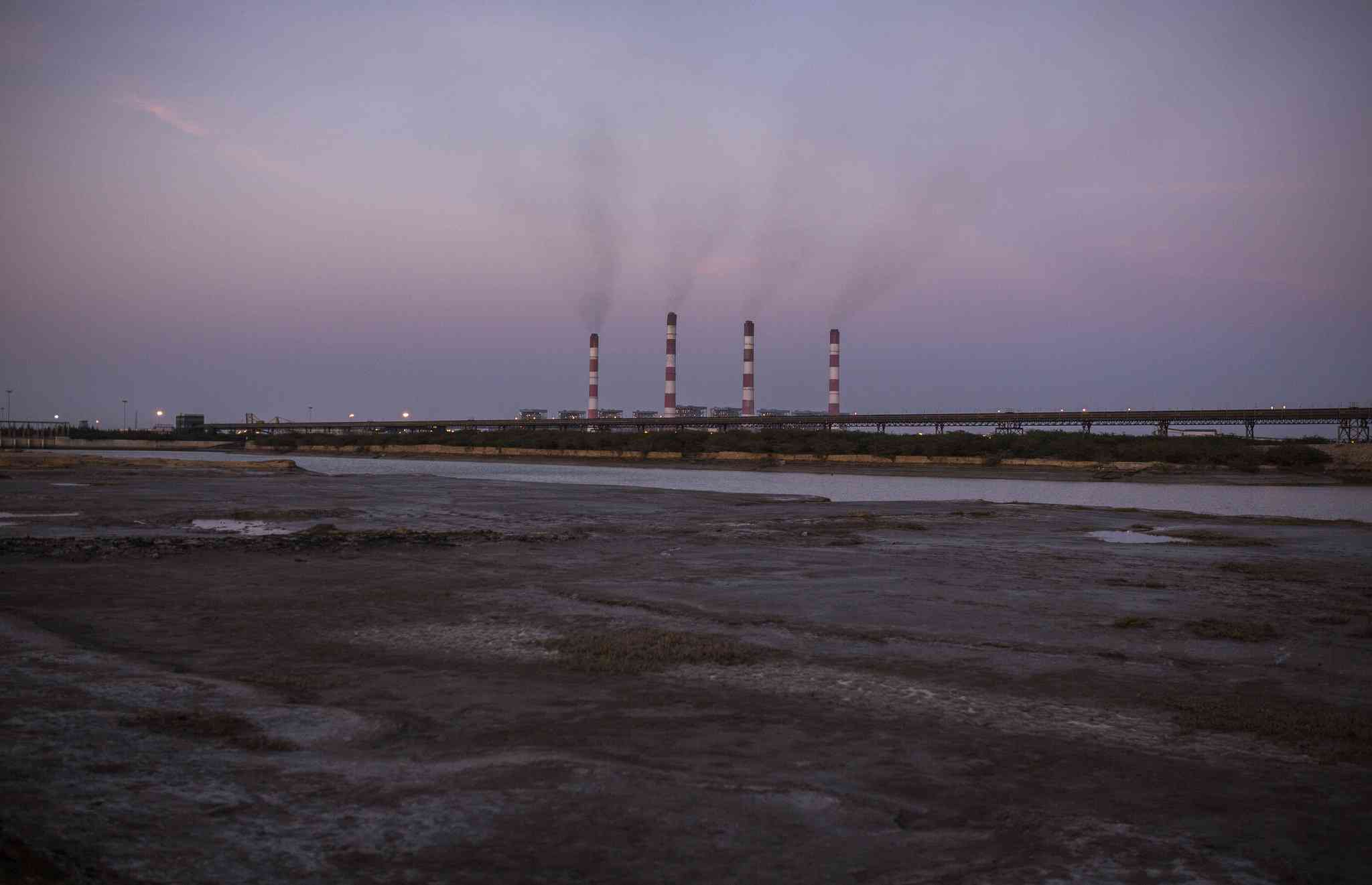 Adani power plant in Mundra and conveyor belt. Photo credit: Programme for Social Action India/Flickr [Licensed under CC-BY-SA-2.0]
