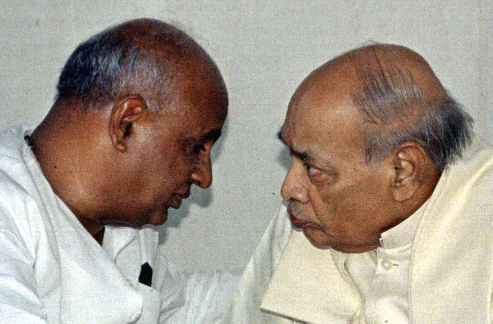 Prime Minister HD Deve Gowda with Congress leader PV Narasimha Rao in New Delhi on April 10, 1997. Gowda lost a trust vote the next day. (Photo credit: Reuters).