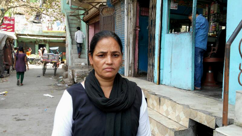 Uzma Begum's daughter, Iram, does not have an Aadhaar card or any identity documents. Photo credit: Praveen Kumar Verma.