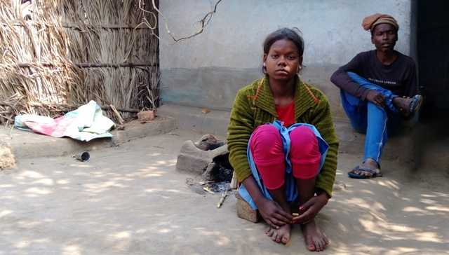 Phulin Murmu, Lukhi Murmu's 14-year-old sister, dropped out of school two years ago. (Photo credit: Right to Food Campaign)