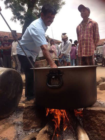 Residents of Etigadda Kistapur and 13 other villages are protesting against the Mallanna Sagar irrigation project by cooking on the road in the hope that they will attract the state government's attention. (Photo credit: TS Sudhir)