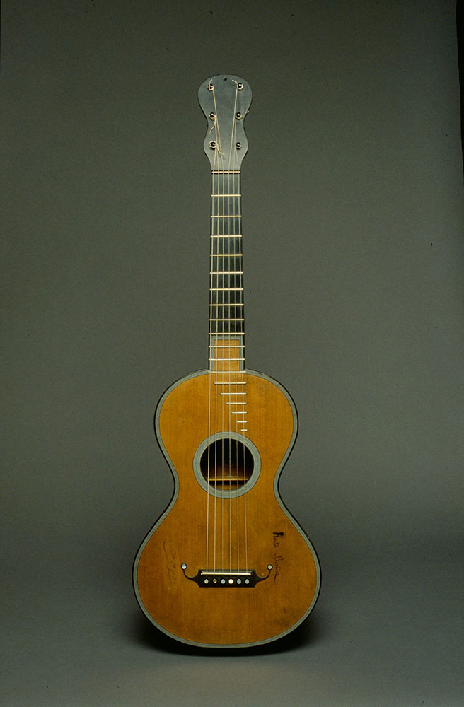 Early Romantic Guitar by Jean Nicholas Grobert. Photo credit: Musée de la musique, Paris / A Giordan/Wikimedia Commons [Licensed under CC BY Public Domain Mark 1.0]